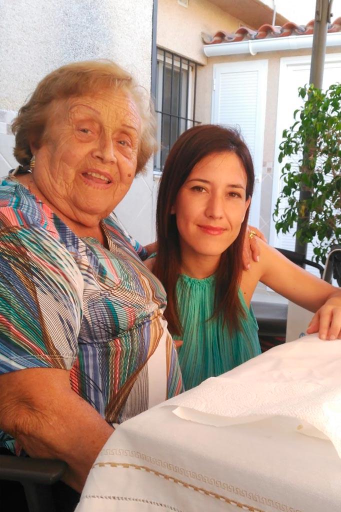 Isabel y su nieta la Artista Plástica Inma Peña