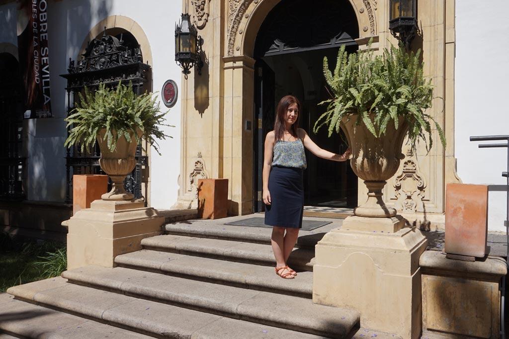 La Artista Plástica jerezana Inma Peña en la sede de la Fundación Valentín de Madariaga, Sevilla