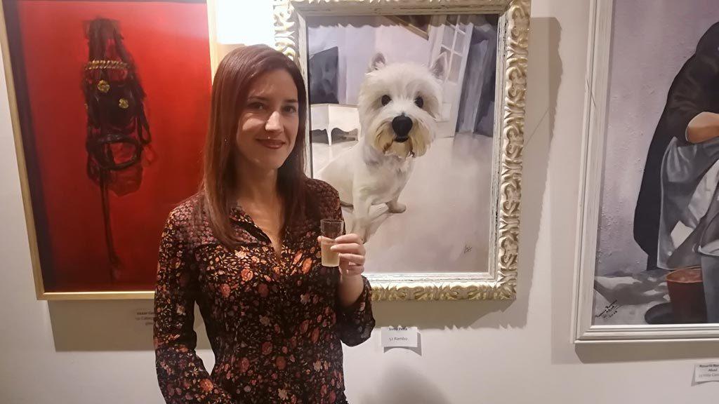 La Artista Plástica Inma Peña y el retrato de su perro Rambo, seleccionado en la exposición