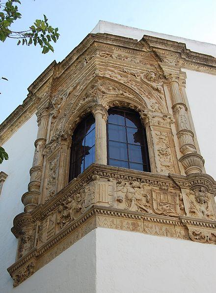 Ventana esquinada de la Casa-Palacio Ponce de León de Jerez
