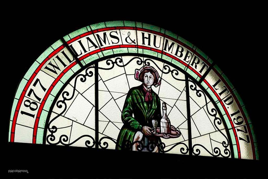 Vidriera con el logotipo de Williams & Humbert