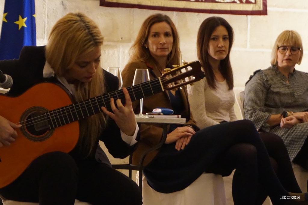 La artista plástica Inma Peña participa en la mesa redonda sobre el papel de la Mujer en el Vino de Jerez